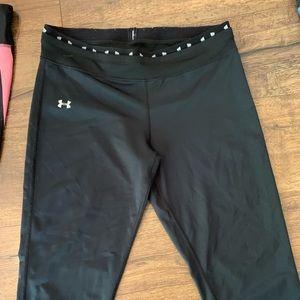 Knee length fitted UA pants!